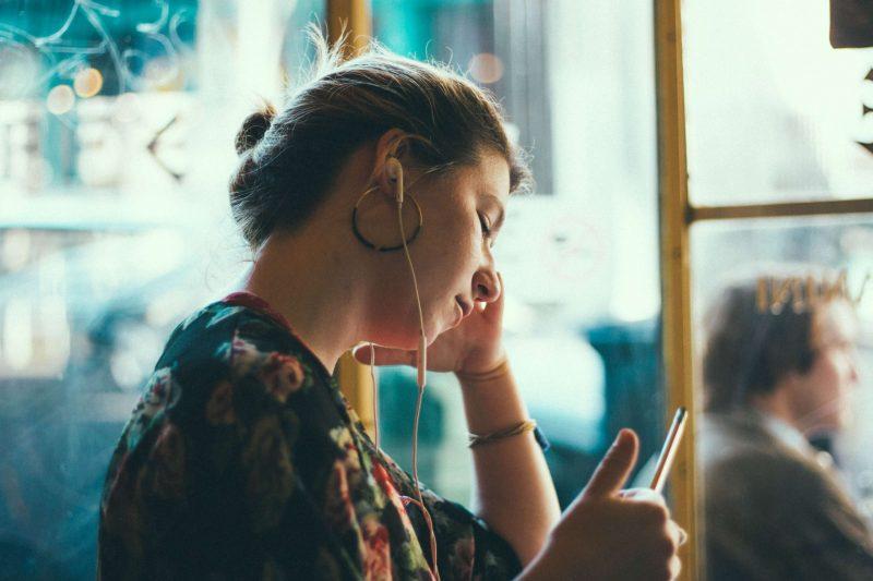 【社会人の独学におすすめの方法】すきま時間に「耳」学習しよう。